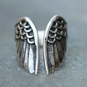 Retro Style Angel Wing Ring